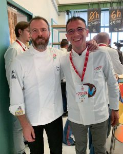 Davide Di Bilio, pizza chef del Fuori Tempo, con Simone Padoan durante il simposio Pizza Up 2018