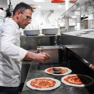 Davide Di Bilio, pizza chef e titolare del Fuori Tempo