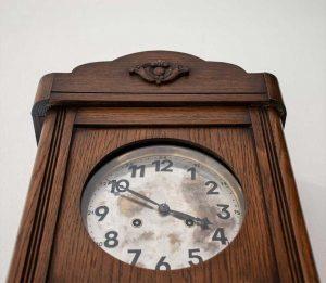 Orologio a pendolo da muro stile liberty, prima metà del Novecento