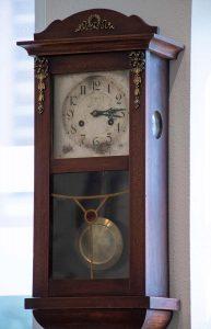 Orologio a pendolo da muro, fine Ottocento