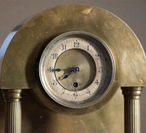 Orologio d'epoca in ottone