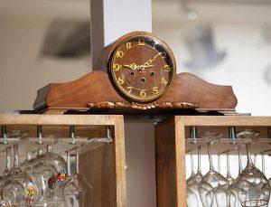 Orologio a pendolo da camino in legno, circa 1940