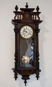 Orologio a pendolo da muro in stile Umbertino (fine Ottocento)