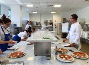 Workshop di pizza napoletana e focaccia gourmet, tenuto dal pizza chef del Fuori Tempo, Davide Di Bilio, presso Il'CIF (Italian Culinary Institute for Foreigners)