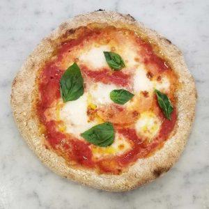 Pizza con impasto integrale, preparata insieme agli studenti del Master di Cucina dell'ICIF durante il workshop tenuto dal pizza chef Davide Di Bilio, del Fuori Tempo Pizzeria Photo by @stephanietucci