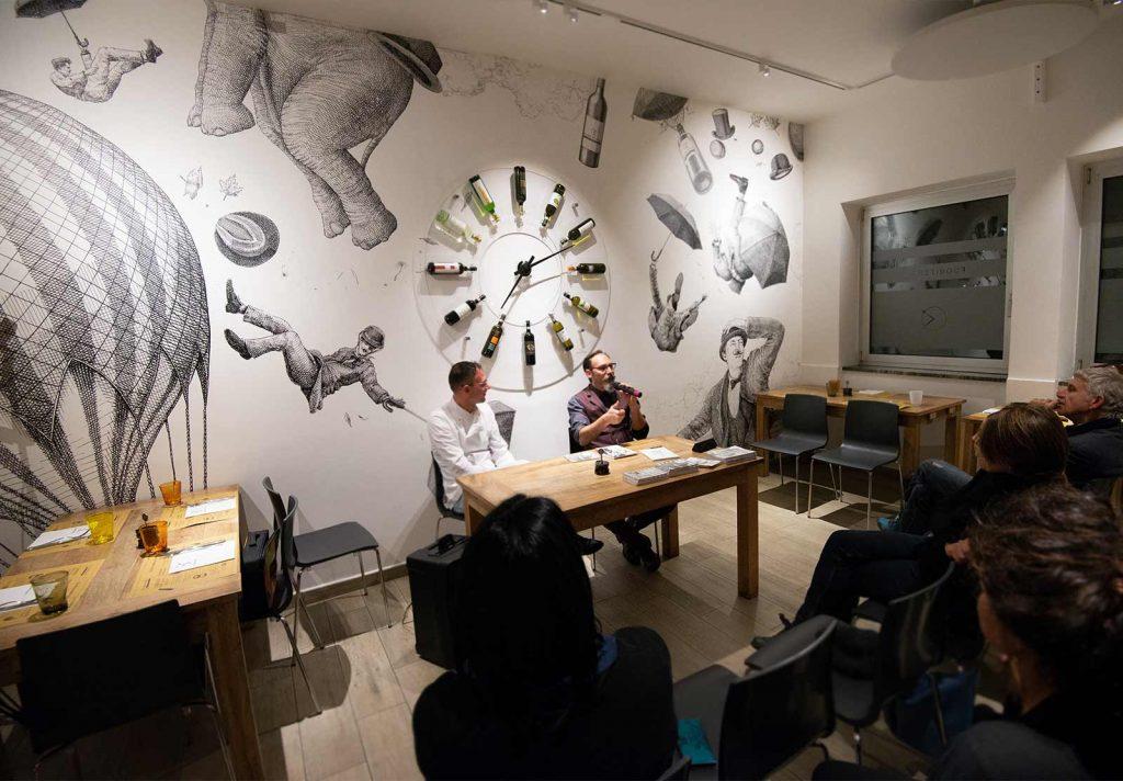 """Presentazione del libro """"L'Orologio"""" di Antonio Bonanno presso la Pizzeria Fuori Tempo"""
