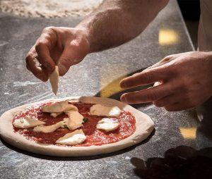 pizza napoletana - pizzeria fuori tempo