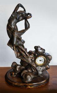 Orologio art nouveau con scultura di donna